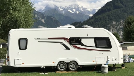 Caravan 8m +